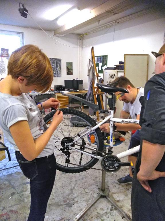 Selbst Ist Der Radfahrer Wiedereroffnung Der Diy Werkstatt